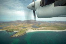 Blick über South Uist auf dem Flug nach Barra