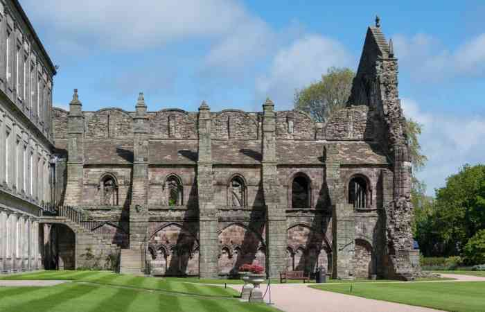 Holyrood Abbey1 Hes 1 Year Use Small